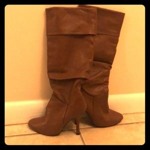 Victoria Secret Brown leather high knee 👢 boots .